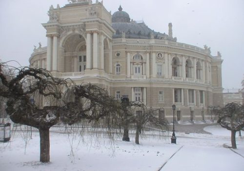 odessa oekraïne sneeuw cherub operahouse
